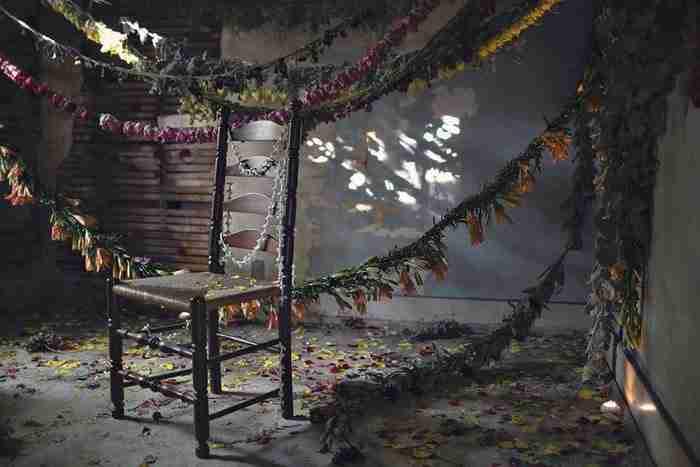 Ανθοπώλες μεταμόρφωσαν ένα εγκαταλελειμμένο σπίτι σε ναό των λουλουδιών!