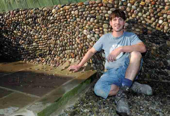 Πρώην οικοδόμος χρησιμοποιεί πέτρες για να δημιουργήσει πανέμορφα έργα τέχνης