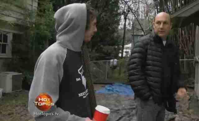 Ο ιδιοκτήτης είπε στον άστεγο που κοιμόνταν στη βεράντα του να φύγει. Καθώς έφευγε όμως του είπε κάτι ακόμη..