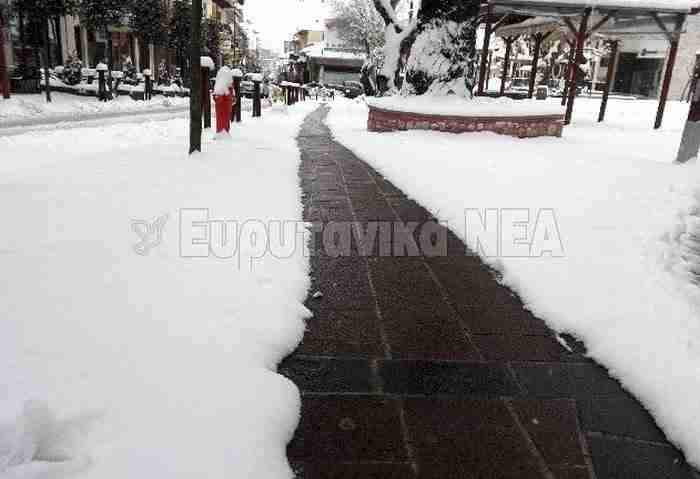 Στο Καρπενήσι πλέον υπάρχουν θερμαινόμενα πεζοδρόμια που καθαρίζουν μόνα τους από το χιόνι!