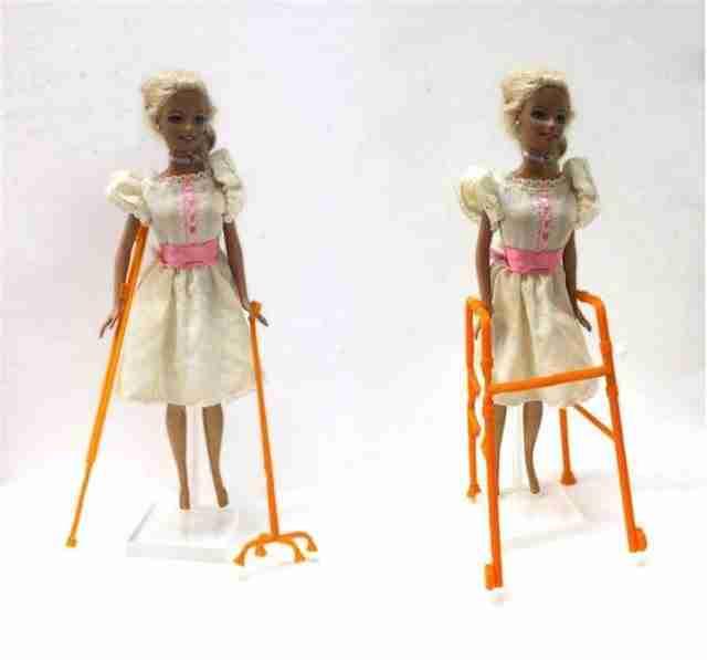 Οι πρώτες στον κόσμο κούκλες με αναπηρία βρίσκονται ήδη στα ράφια των καταστημάτων