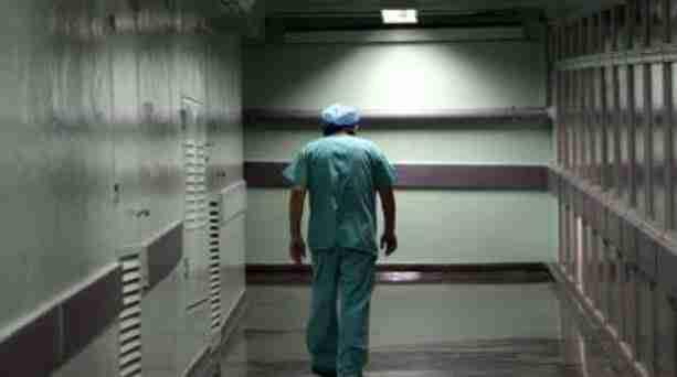 Θανάσης Τριαρίδης: Ο καρκινοπαθής γιατρός που το πρωί έκανε χημειοθεραπείες και στη συνέχεια χειρουργούσε