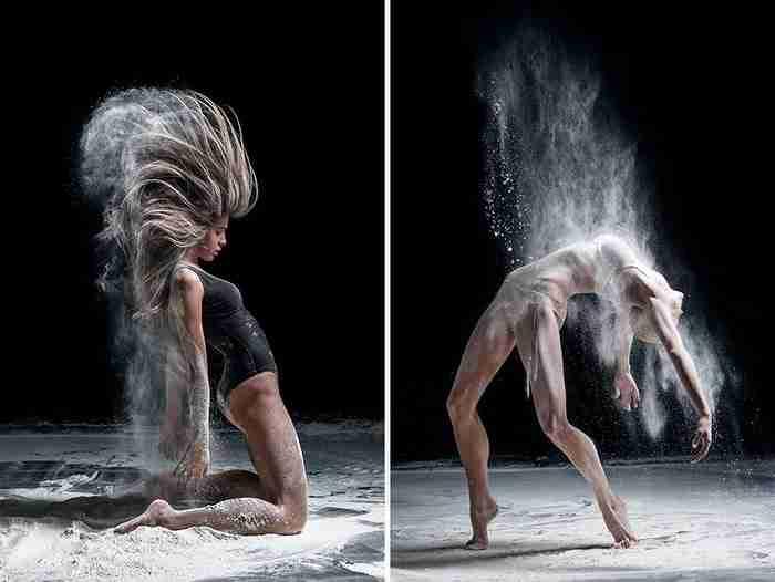 Πετάει αλεύρι σε χορευτές και τους φωτογραφίζει. Το αποτέλεσμα είναι εκρηκτικό!