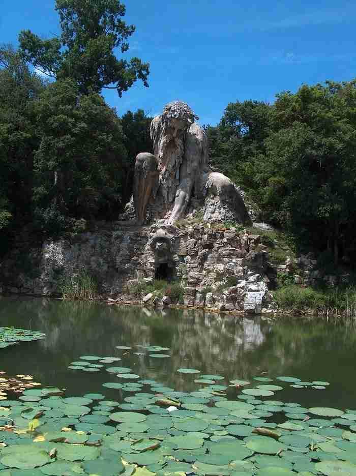 """Γιγαντιαίο άγαλμα """"Κολοσσού"""" στη Φλωρεντία, έχει ολόκληρα δωμάτια κρυμμένα μέσα του"""