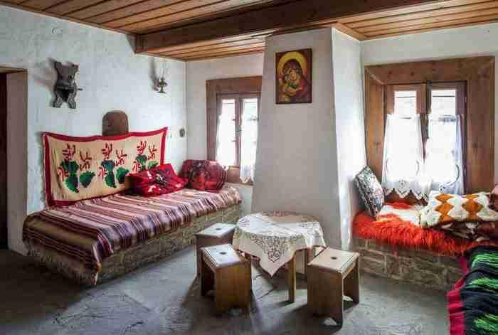 Μονή Κηπίνας: Το εντυπωσιακό μοναστήρι μέσα στο βράχο που προκαλεί δέος