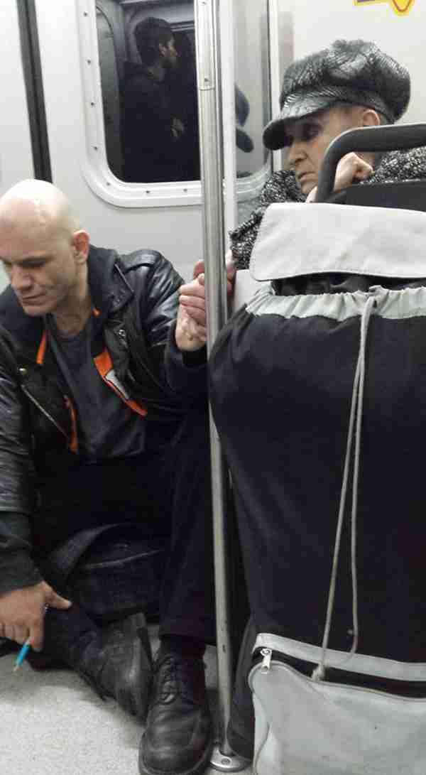 Ούρλιαζε και φέρονταν σαν τρελός στο τρένο. Αυτό ήταν το μόνο που ήθελε για να ηρεμήσει