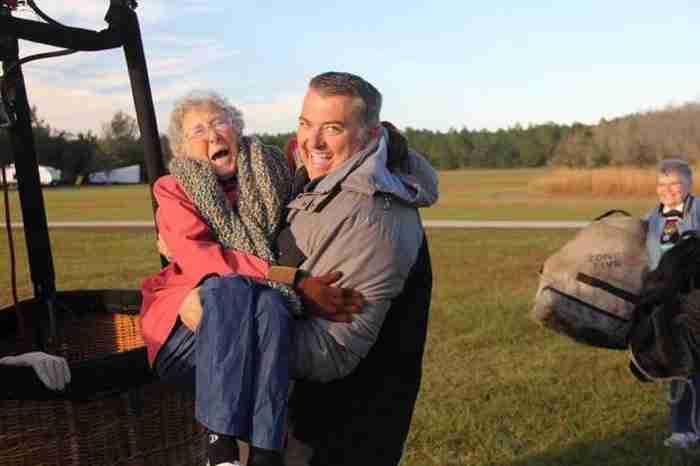Της είπαν ότι πρέπει να κάνει χημειοθεραπείες. Η 90χρονη τους απάντησε ότι προτιμά τα ταξίδια