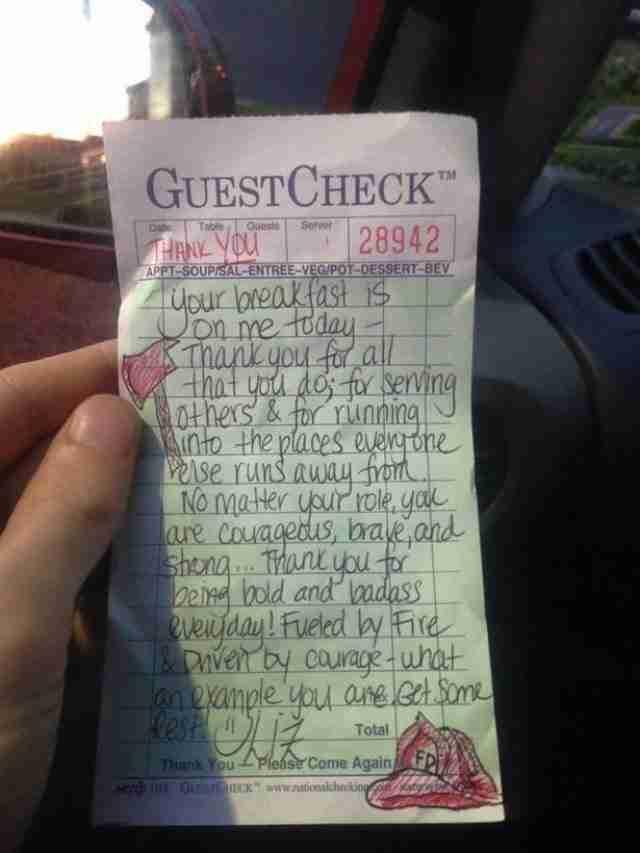 Αυτοί οι άντρες ζήτησαν απλά να πληρώσουν. Αντί για τον λογαριασμό η σερβιτόρα τους έφερε ένα σημείωμα..