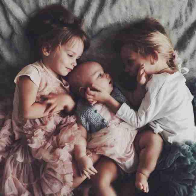 20 υπέροχες εικόνες που παρουσιάζουν την ευτυχία του να έχεις αδέλφια