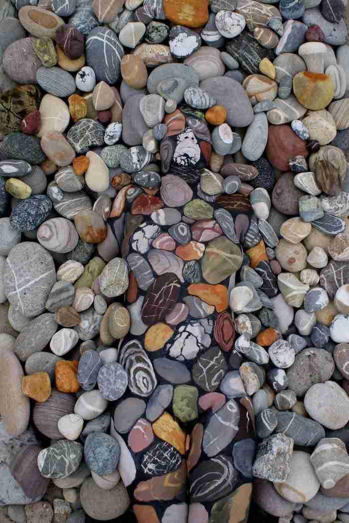 Εκατοντάδες άνθρωποι δεν μπορούν να πιστέψουν αυτό που κρύβεται στις πέτρες. Μπορείτε να το δείτε;