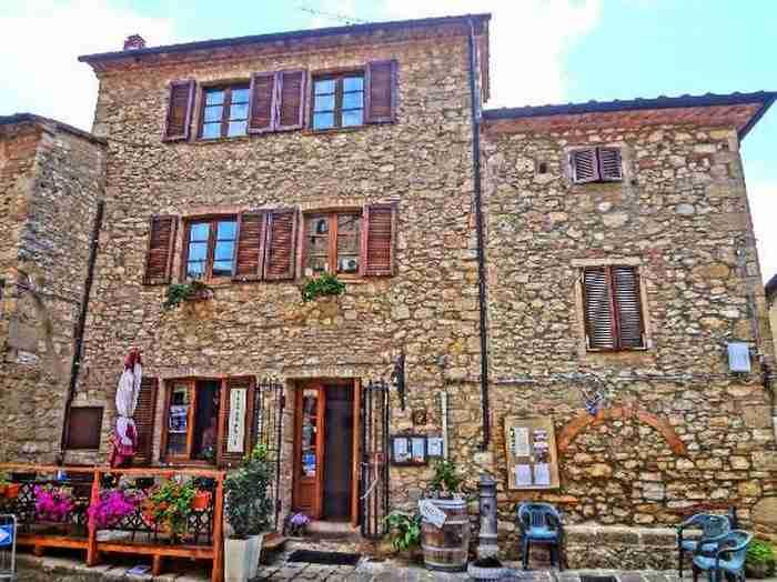 Το μικρότερο μεσαιωνικό χωριό της Μεσογείου με την μοναδική ομορφιά!