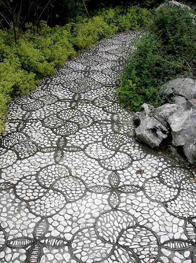 Πήραν πέτρες και βότσαλα και έφτιαξαν μονοπάτια που θυμίζουν έργα τέχνης!