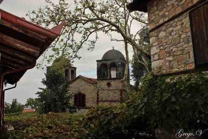 Μέχρι τη δεκαετία του 80 ήταν ένα χωριό φάντασμα. Σήμερα είναι ένα από τα ωραιότερα Ελληνικά χωριά!