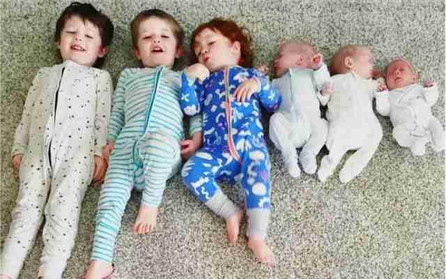 Η Κλόι και τα φασολάκια: Η συγκινητική ιστορία μιας 22χρονης μητέρας και των έξι παιδιών της