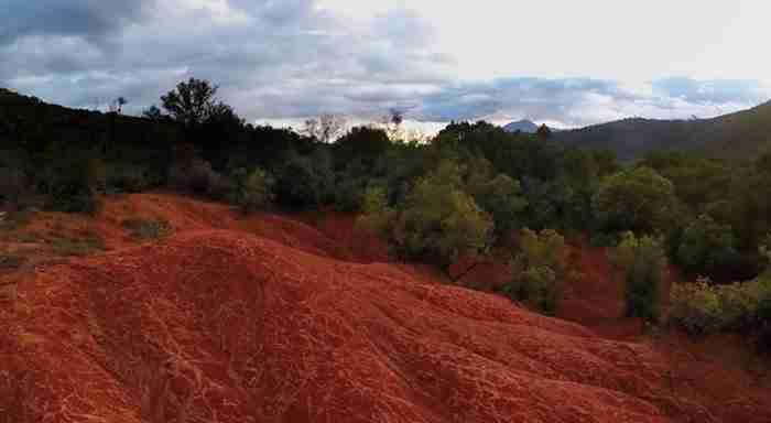 Που βρίσκεται η «κόκκινη Γη» στην Ελλάδα; Ένα μοναδικό «θαύμα» της φύσης!