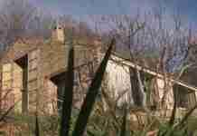 Βρήκαν ένα μισογκρεμισμένο στάβλο και τον μετέτρεψαν σε ένα από τα ωραιότερα σπίτια που έχετε δει!