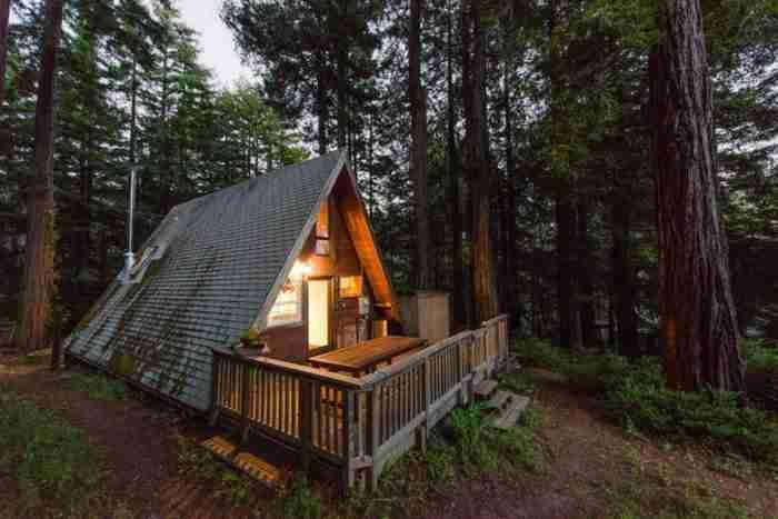 Εξωτερικά αυτό το σπίτι μοιάζει απλά με μια.. στέγη. Αλλά περιμένετε μέχρι να δείτε και το εσωτερικό του