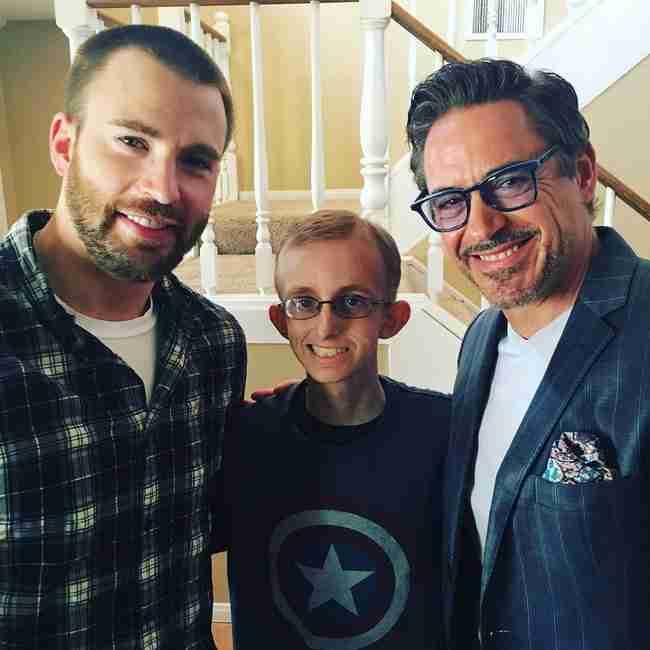 """Οι """"Εκδικητές"""" κάνουν έκπληξη σε ένα παιδί που πάσχει από καρκίνο"""
