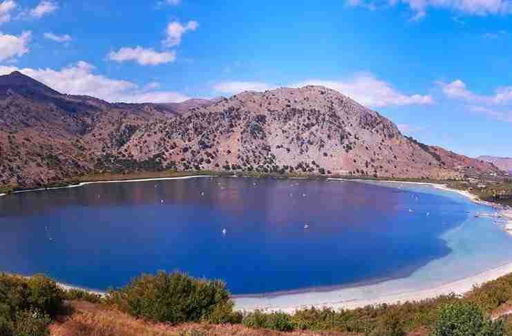 Λίμνη Κουρνά: Η πανέμορφη φυσική λίμνη των θρύλων στη Κρήτη