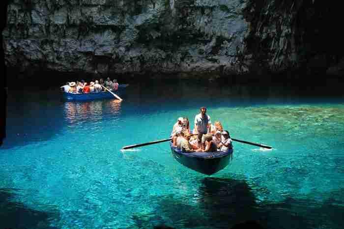 Μελισσάνη: Μια από τις 5 πιο εντυπωσιακές λίμνες του κόσμου βρίσκεται στη Κεφαλόνια!