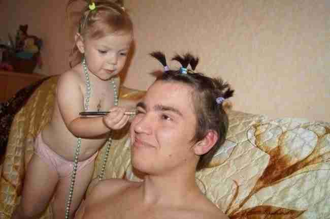 15 μπαμπάδες που άφησαν τις κόρες τους να τους κάνουν λίγο πιο.. όμορφους!