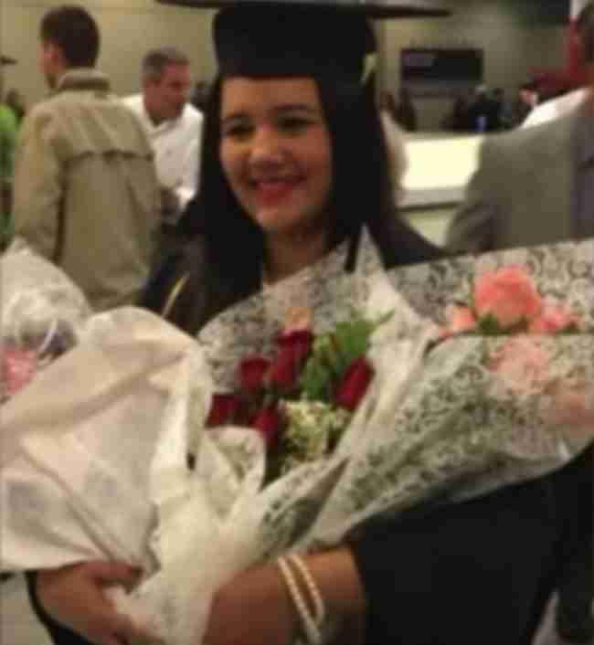 Την έβγαλε από τις φλόγες και 20 χρόνια μετά πήγε στην αποφοίτηση της!