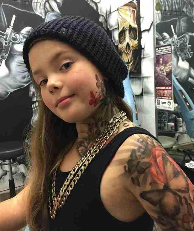 Καλλιτέχνης ζωγραφίζει τατουάζ σε άρρωστα παιδιά για να τα κάνει χαρούμενα!
