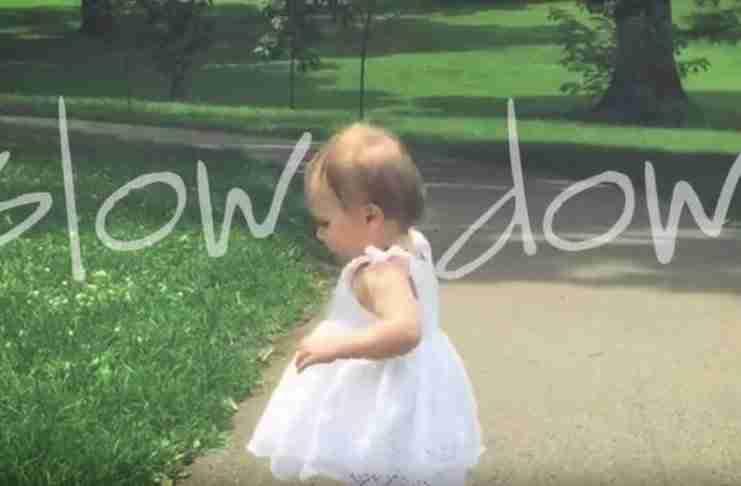«Slow Down»: Το βίντεο που έκανε εκατομμύρια γονείς σε όλο τον κόσμο να κλάψουν