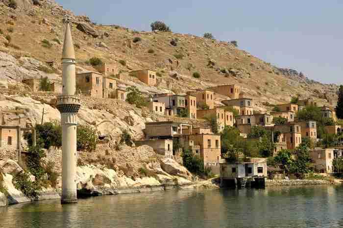 21843a2e604 Το παραμυθένιο χωριό της Τουρκίας όπου φυτρώνουν τα σπάνια μαύρα ...