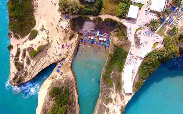 """""""Το Κανάλι της Αγάπης"""": Η πανέμορφη παραλία που θυμίζει.. φιορδ!"""
