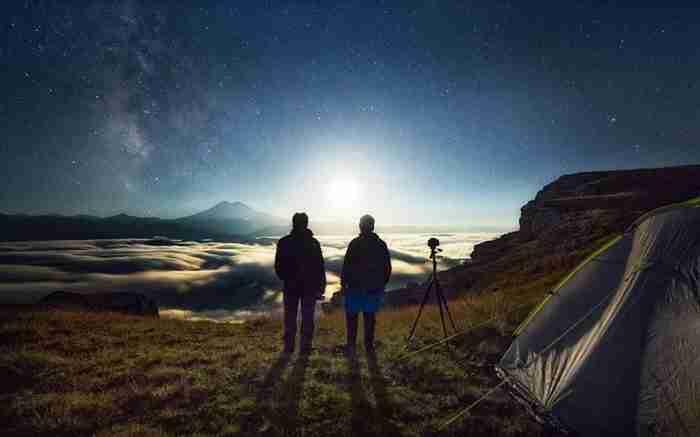Ένας οδηγός ασθενοφόρου ξεκίνησε να φωτογραφίζει τον ουρανό. Το αποτέλεσμα: Μαγικό!