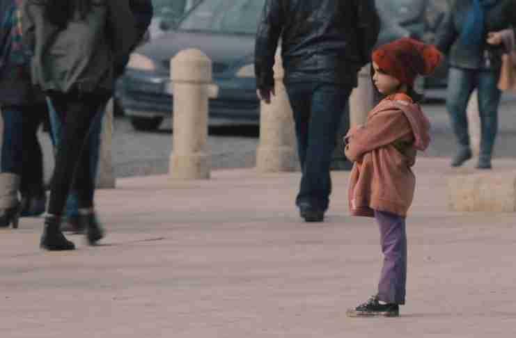 Βίντεο: Δείτε πώς αλλάζει η στάση των ανθρώπων απέναντι σε ένα παιδί ανάλογα με τα ρούχα του