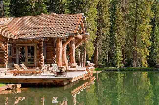 Αυτό το σπίτι μοιάζει πανέμορφο εξωτερικά. Αλλά δείτε το και μέσα!