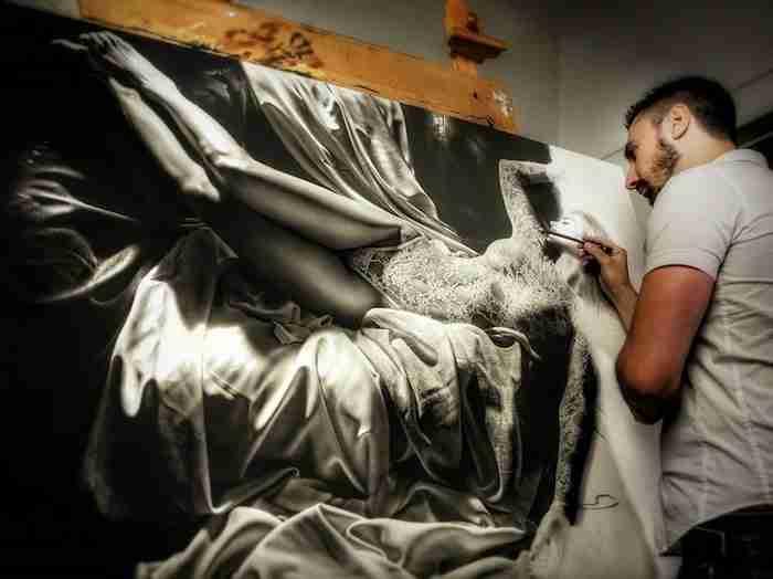 Καλλιτέχνης ξοδεύει εκατοντάδες ώρες ζωγραφίζοντας πορτραίτα τόσο αληθινά, που νομίζεις ότι θα μιλήσουν