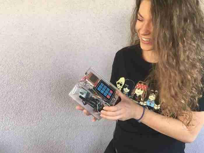 Μαρία Κιορουκτσίδου: Η φοιτήτρια που έφτιαξε μόνη της το πρώτο ελληνικό κινητό τηλέφωνο!