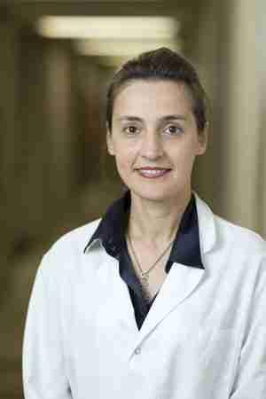 """Ευανθία Γαλάνη: Η Ελληνίδα γιατρός που """"σκοτώνει"""" τον καρκίνο χρησιμοποιώντας ιούς!"""