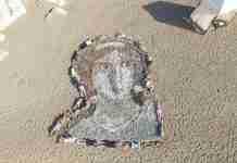 Μια κύπρια και ένας Ρώσος δημιούργησαν ένα τεράστιο πορτραίτο της Αφροδίτης σε παραλία της Πάφου