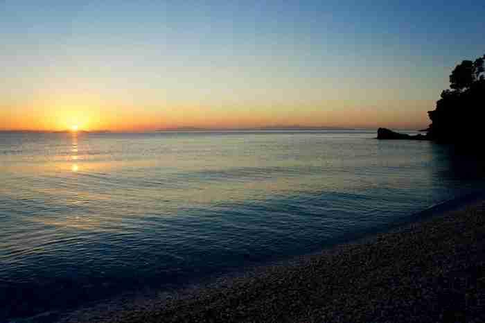 Αυτή είναι η ωραιότερη «κρυμμένη» παραλία της Ελλάδας!