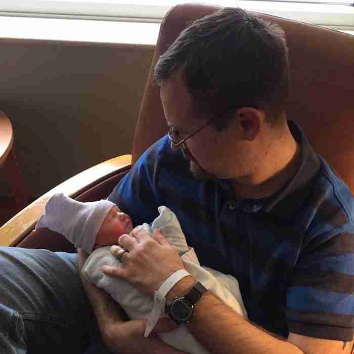 Μπαμπάδες βλέπουν για πρώτη φορά τα μωρά τους σε 25 πραγματικά συγκινητικές φωτογραφίες