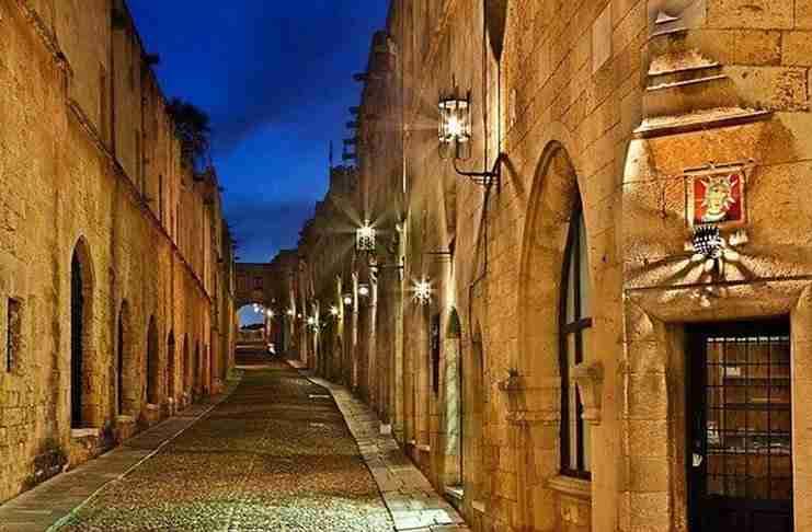Η ασύλληπτη ομορφιά της Μεσαιωνικής Πόλης της Ρόδου, σε ένα μοναδικό βίντεο από ψηλά!