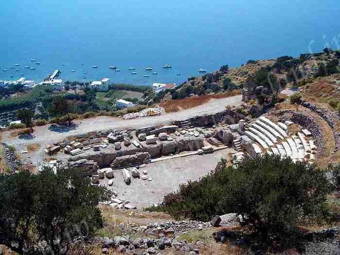 Παραδόθηκε το ανακαινισμένο αρχαίο θέατρο της Μήλου