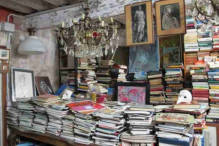 Υπάρχει ένα βιβλιοπωλείο στη Βενετία που μοιάζει σαν να βγήκε από παραμύθι!