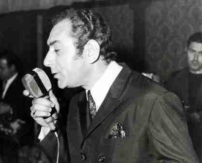 «Άστην να λέει»: Το τραγούδι που γράφτηκε από τους Πυξ Λαξ για τον Στράτο Διονυσίου, αλλά δεν το τραγούδησε ποτέ γιατί έφυγε από τη ζωή.