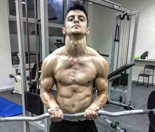 Ο 20χρονος Έλληνας που επέζησε από τον καρκίνο και «πεθαίνει» για το Bodybuilding
