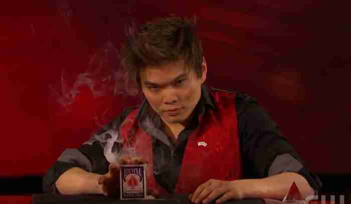 Αυτός ο απίστευτος μάγος θα σας πείσει ότι η μαγεία είναι πραγματική! Απλά δείτε τι κάνει!