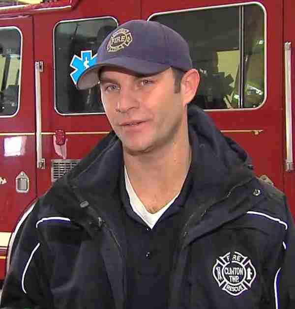 Πυροσβέστης πλήρωσε τον λογαριασμό ρεύματος μιας άγνωστης γυναίκας για να μπορέσει να κρατήσει τον γιο της στη ζωή