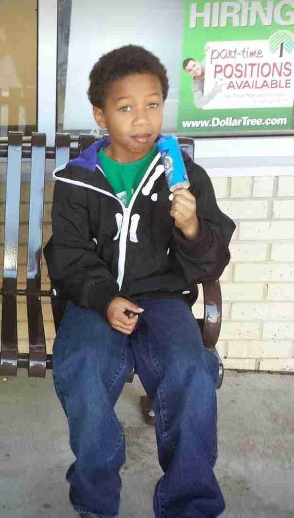 Ο 8χρονος που μάκρυνε δυο χρόνια τα μαλλιά του για να τα χαρίσει σε παιδιά με καρκίνο