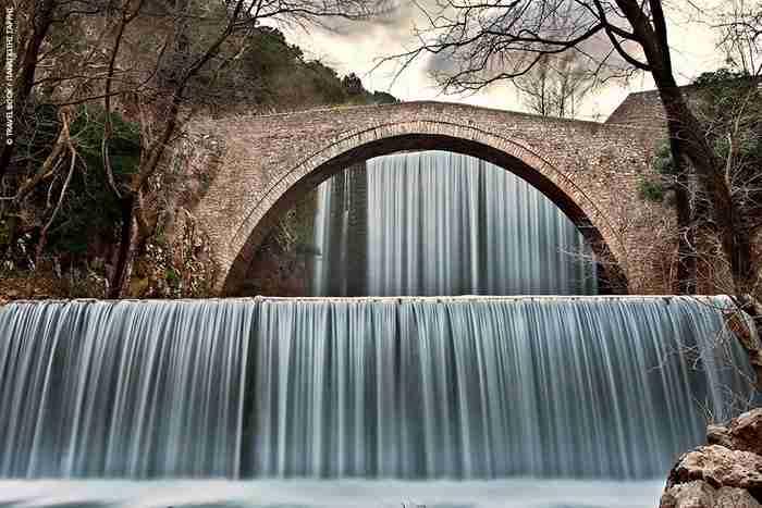 Πολύτιμο αριστούργημα: Ένα από τα ωραιότερα γεφύρια που έχετε δει βρίσκεται στην Ελλάδα!