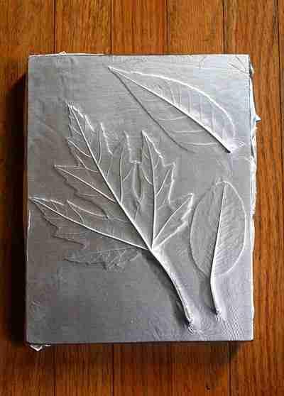 Με μερικά φύλλα δέντρων και λίγο αλουμινόχαρτο μπορείτε να φτιάξετε κάτι απίθανο για το σπίτι σας!