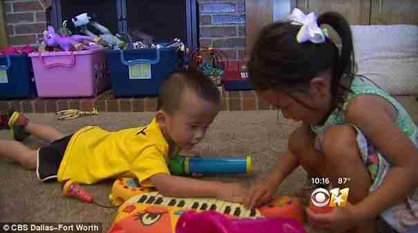 Η συγκλονιστική στιγμή όταν δυο μικρά παιδάκια που μεγάλωσαν μαζί σε ορφανοτροφείο συναντιούνται ξανά